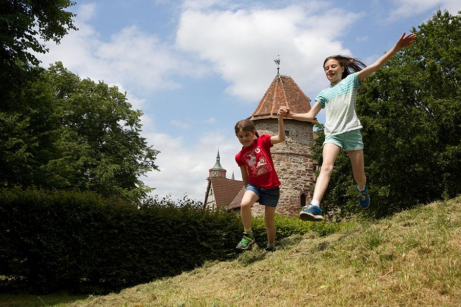 "Spielene Kinder am ""Brühl"""
