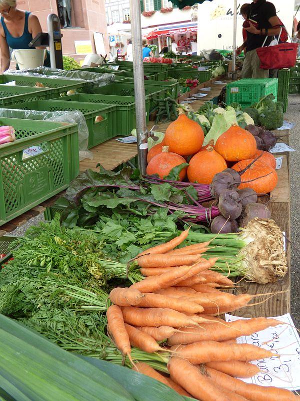 Wochenmarkt - frisches Gemüse