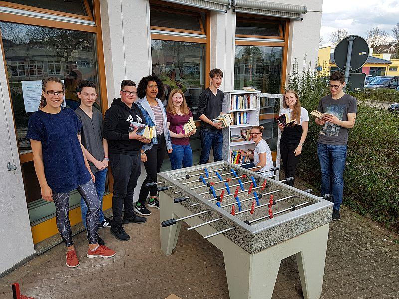 Einweihung der Bücheraustausch-Station des Jugendbeirats