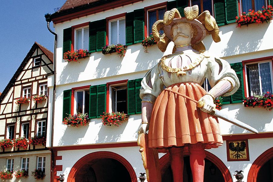 Oberer Marktbrunnen mit Kaiser Karl V.