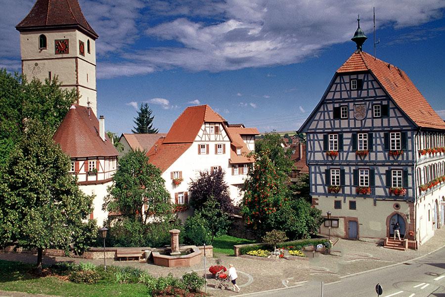 Kirchenburg und Rathaus in Merklingen