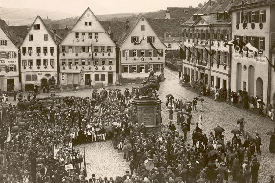 Festversammlung auf dem Keplerplatz (ca. 1930)