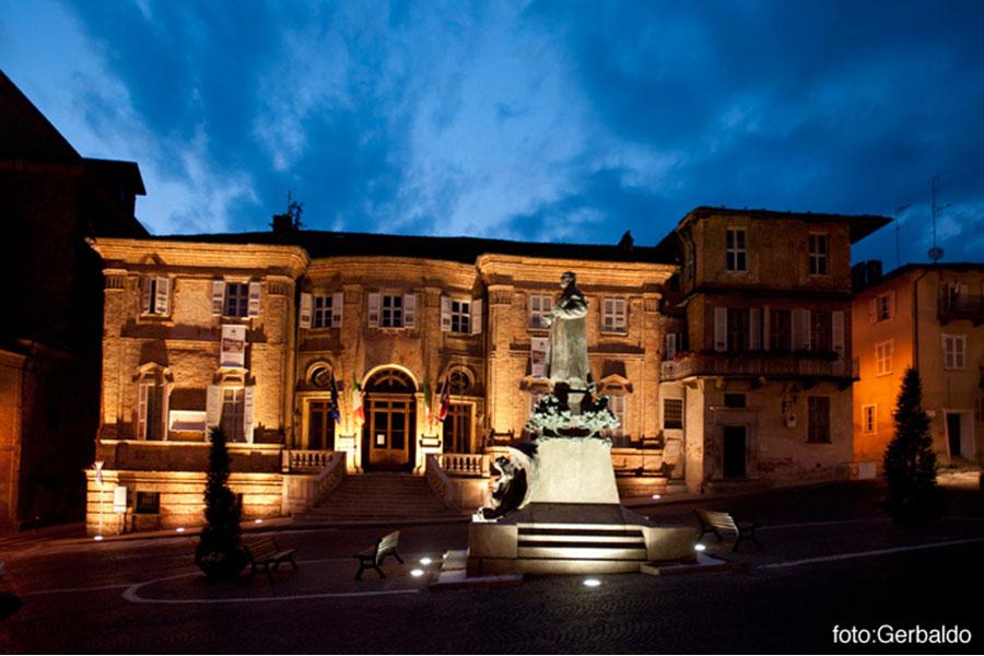 Palazzo Comunale (Rathaus) bei Nacht
