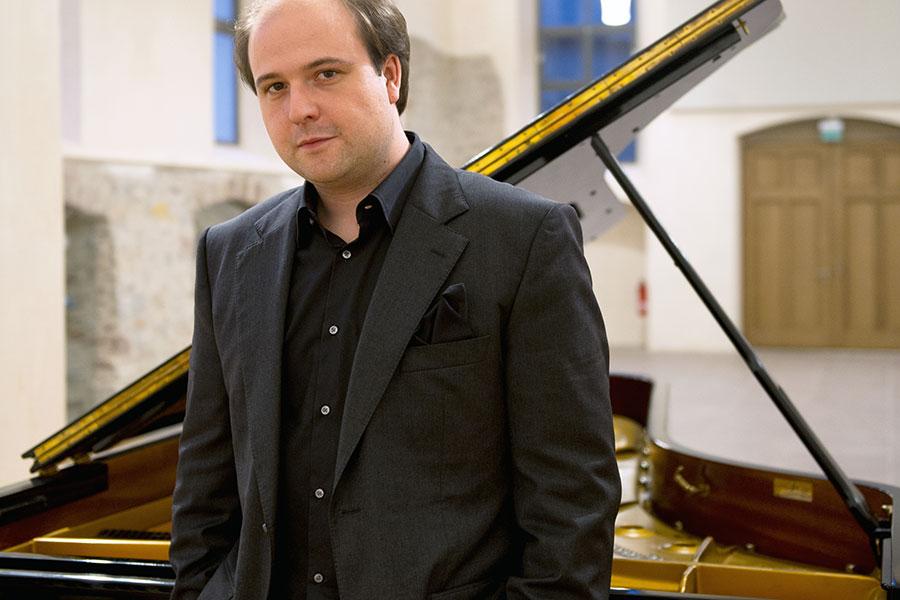Portrait von Konzertpianist Moritz Winkelmann