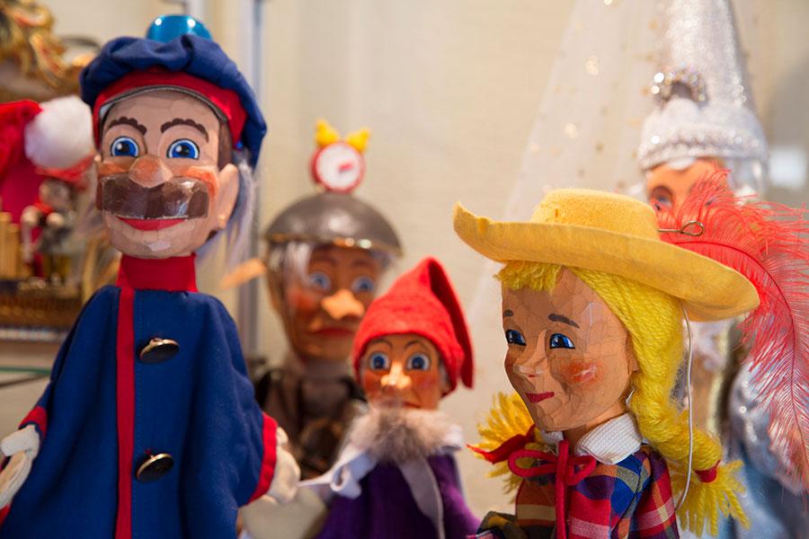 Diverse Figuren der Hohnsteiner Puppenbühne