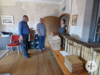 Rolf Blumhardt mit Besuchern im Klösterle