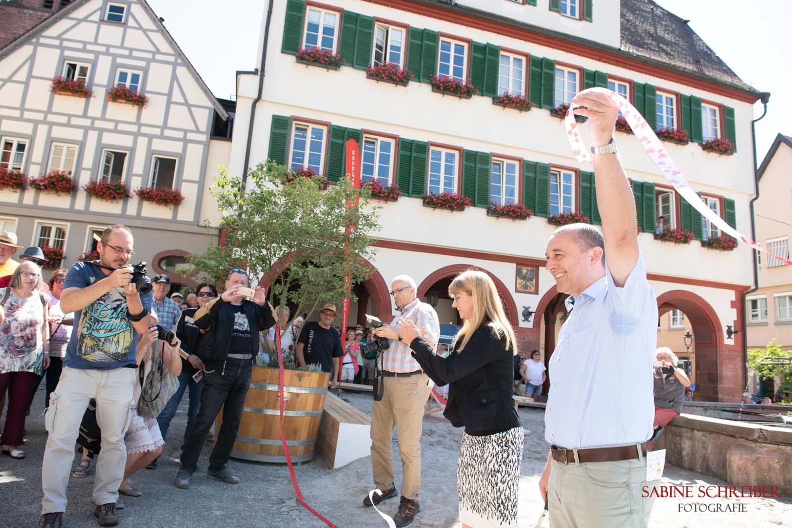 Bürgermeister Thilo Schreiber und Citymanagerin Marion Beck bei der Eröffnung