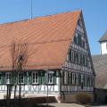 Pfarrhaus mit Kirche