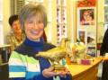 Goldene Taube im Eine-Welt-Laden