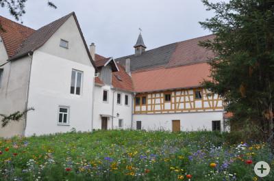 Klösterle, Blick auf Nordflügel und Bibliothek