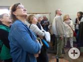 Staunende Besucher im Haus Kapuzinerberg 10
