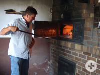 Peter Mutschler heizt in Hausen das Backhaus an
