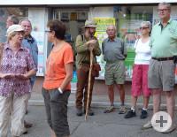 Der Weiler Hannes mit Besuchern