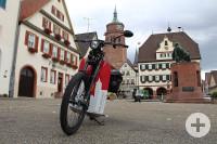 e-Moped auf dem Marktplatz Weil der Stadt