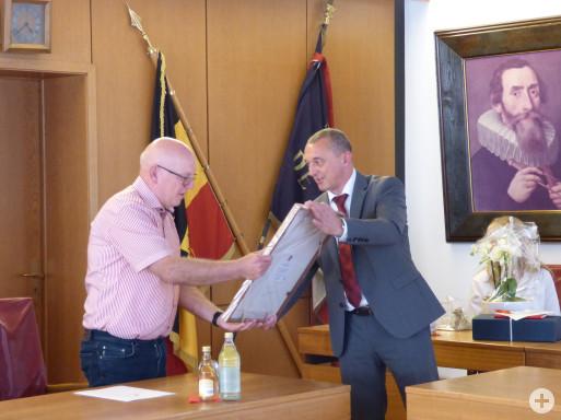 Lothar Sigloch und Bürgermeister Thilo Schreiber