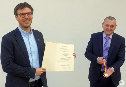 Verleihung der Bürgermedaille durch Bürgermeister Christian Walter an Bürgermeister a.D. Thilo Schreiber